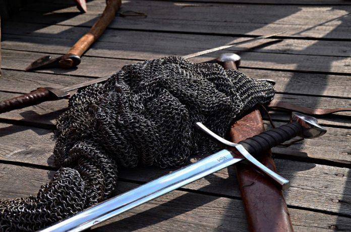 Cota de malla y espada