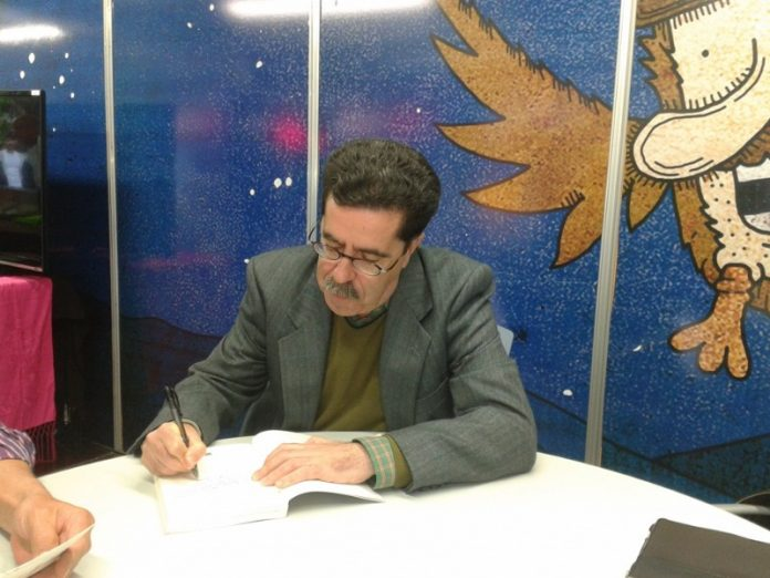 Mariano Sánchez Soler en una firma de libros